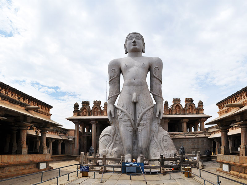 monolithic statue of Lord Bahubali